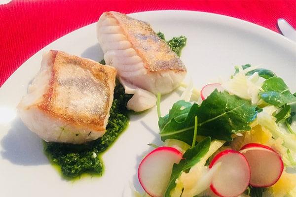 Fischfilet auf Pestobett mit fruchtigem Ananas-Fenchel-Salat   QVC Lieblingsküche