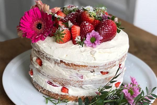 Naked Cake mit Beeren von Pia Ampaw | QVC Lieblingsküche