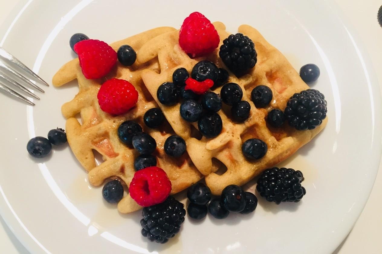 Frühstückswaffeln mit Beeren