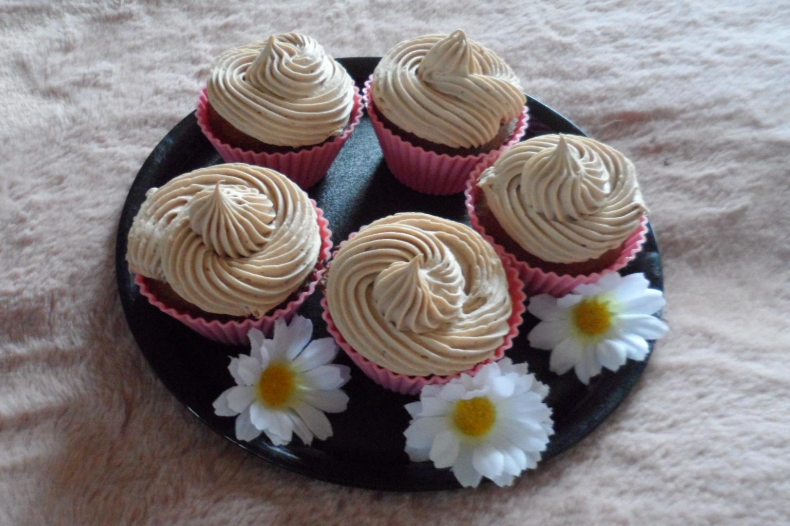 Bananen-Vollkorn-Cupcake mit Lupinen-Schoko-Sahne