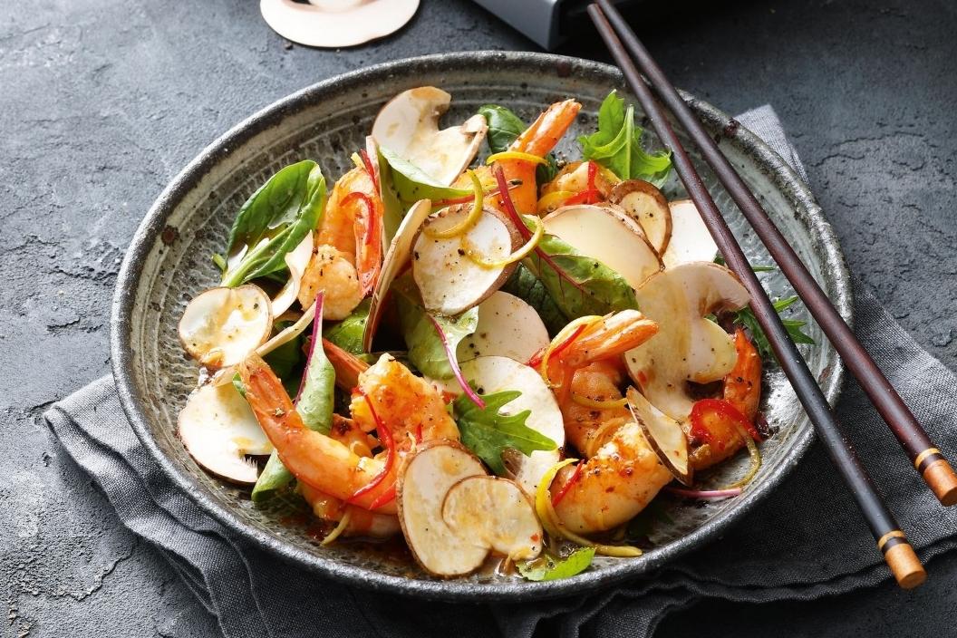 Salat von frischen rohen Champignons