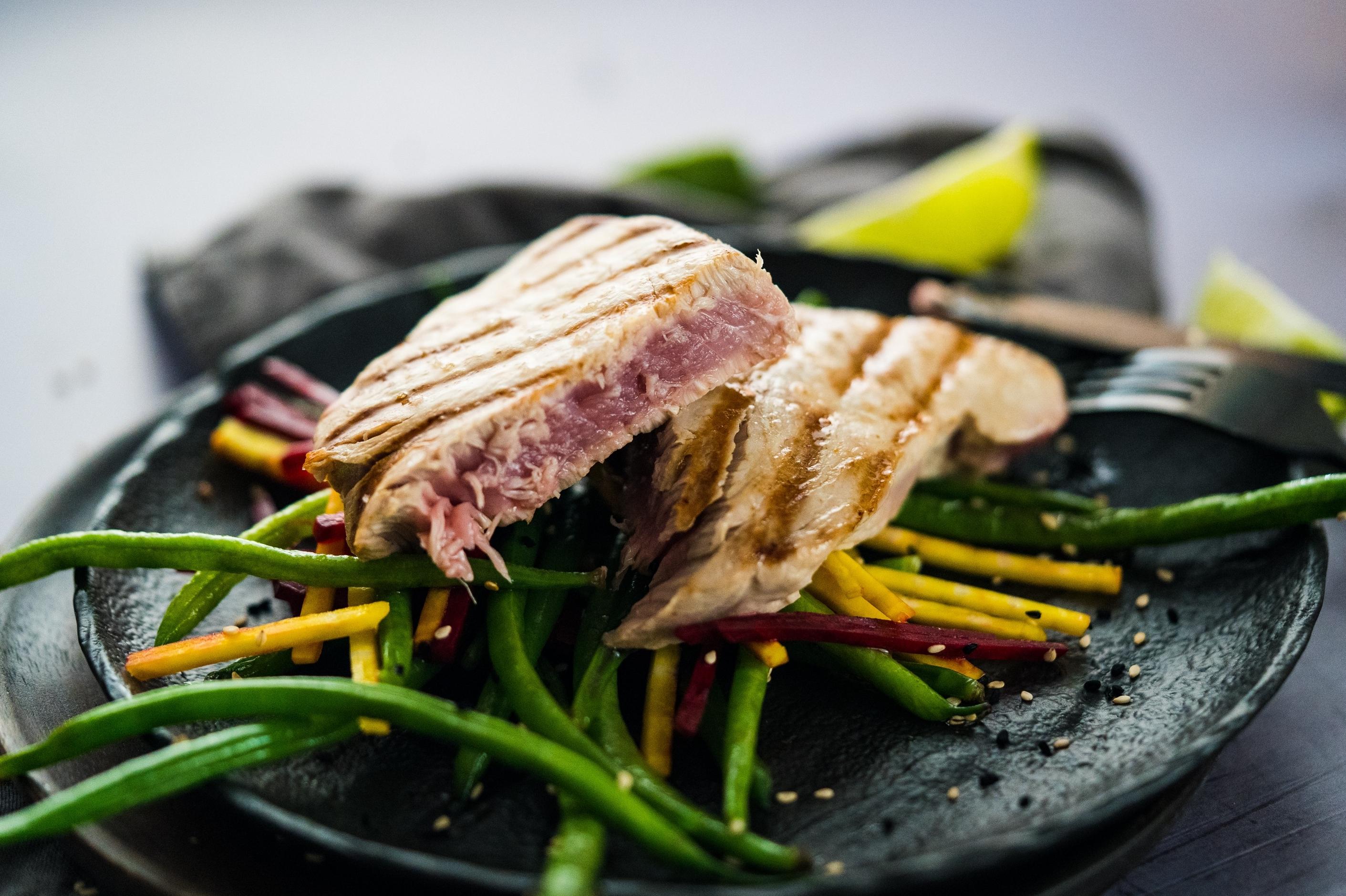 Thunfischsteak mit asiatischem Bohnensalat