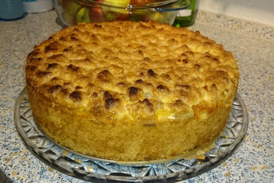 Quarkkuchen mit Früchten und Streuseln