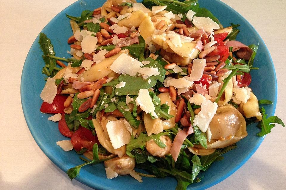 Tortellini-Rucola-Salat mit Pesto