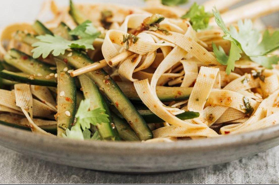 Tofustreifen Salat mit Gurke