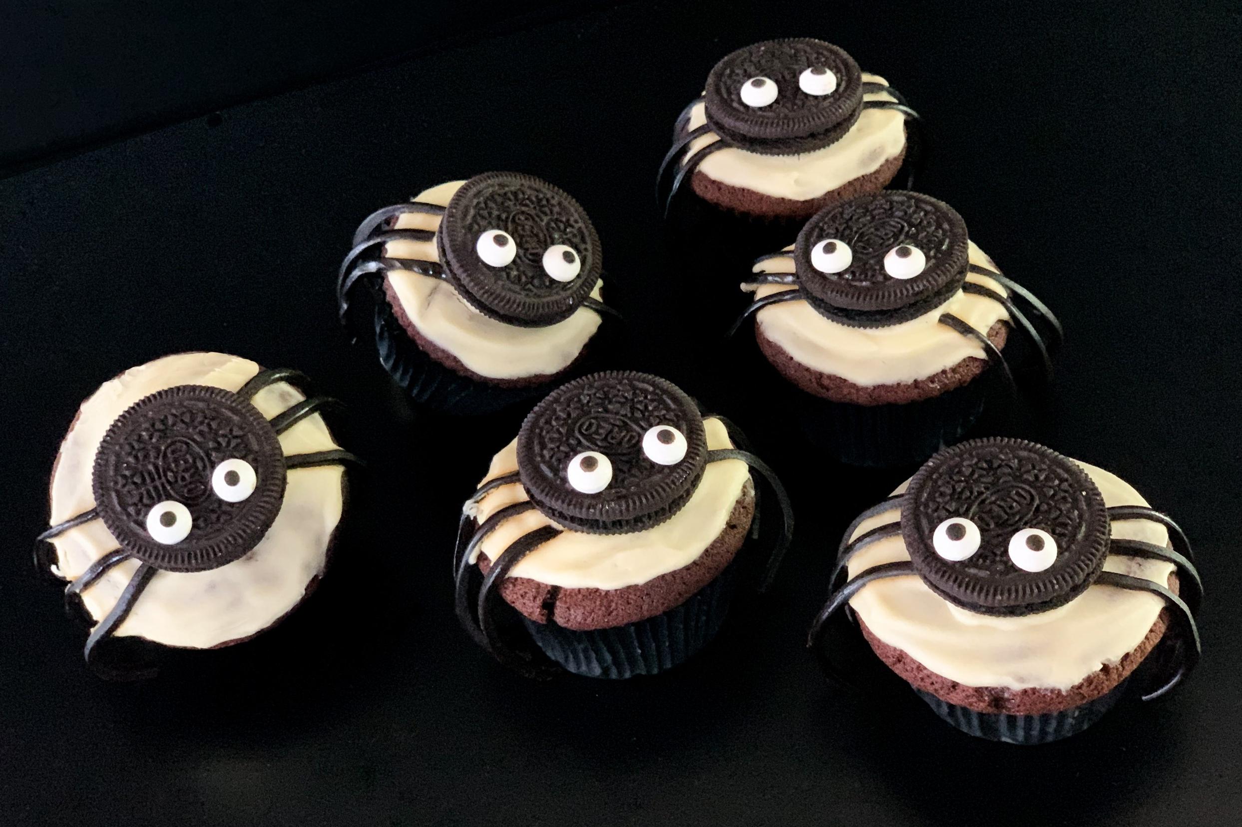 Niedliche Spinnenmuffins zu Halloween